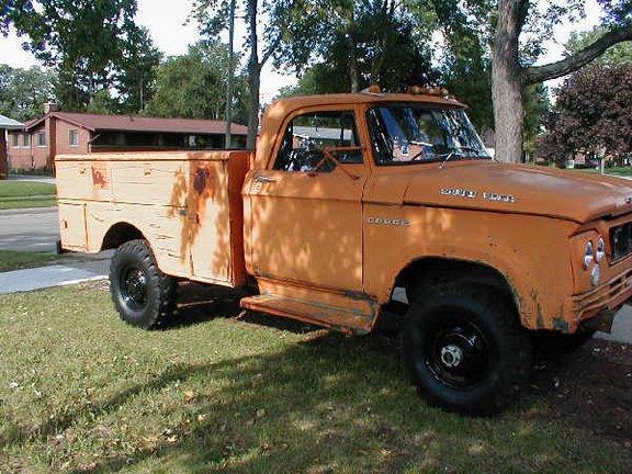 1962_Dodge_W300_Power-Wagon_Stinky