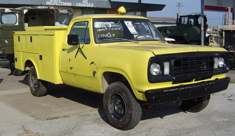 1977 Dodge M880 (Yellow)